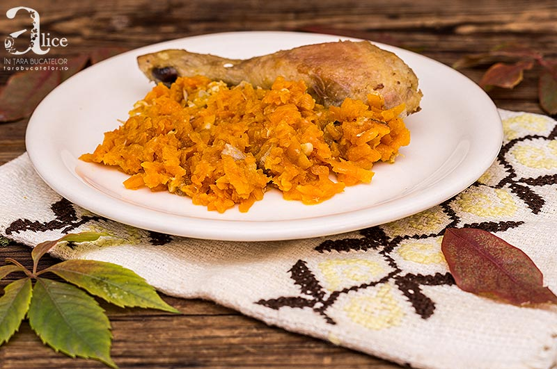Pulpe de pui cu morcov si usturoi
