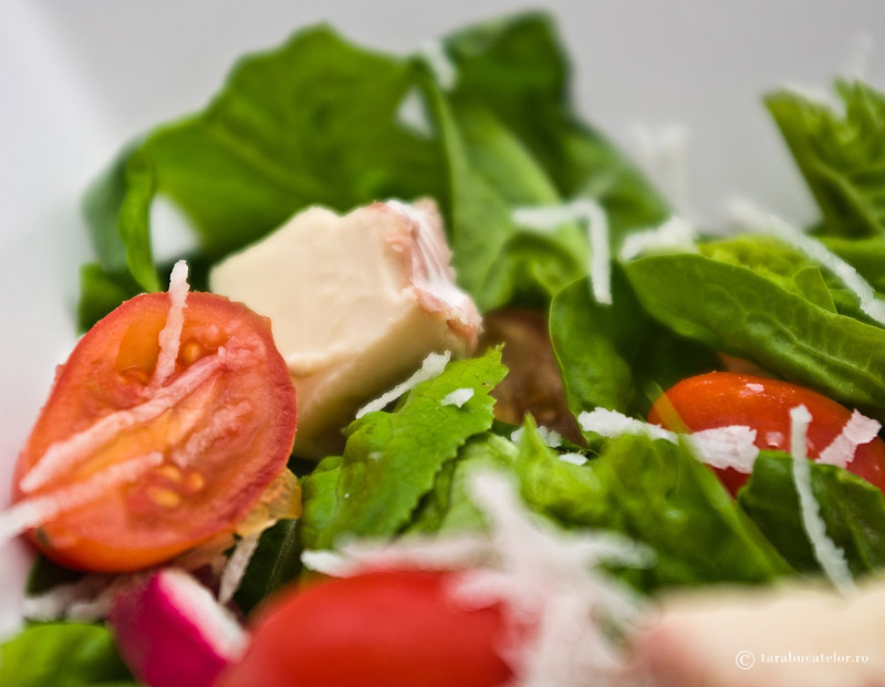 Salata de spanac cu brie