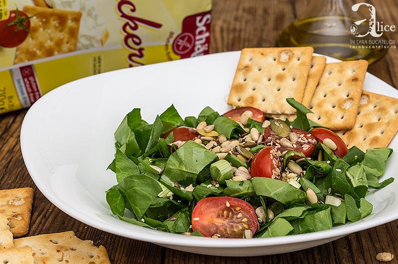 Salata cu seminte si crakers fara gluten