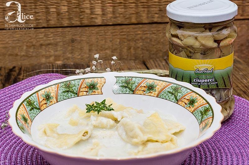 Ravioli cu ciuperci si sos de gorgonzola