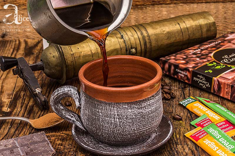 Cafea fara zahar cu frisca si scortisoara