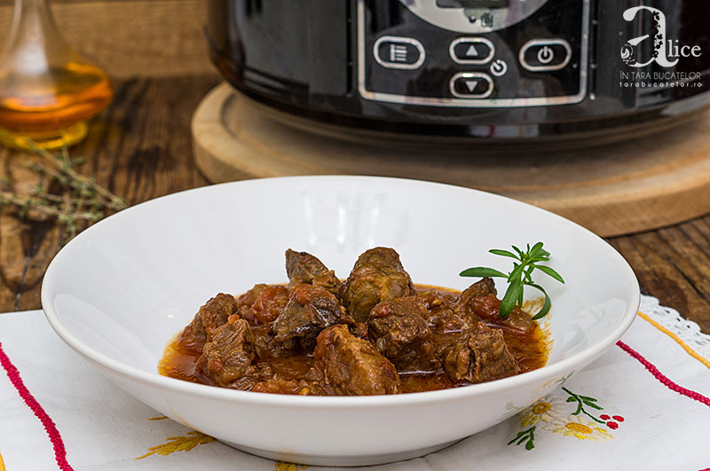 Tocanita ungureasca de vita la Crock Pot