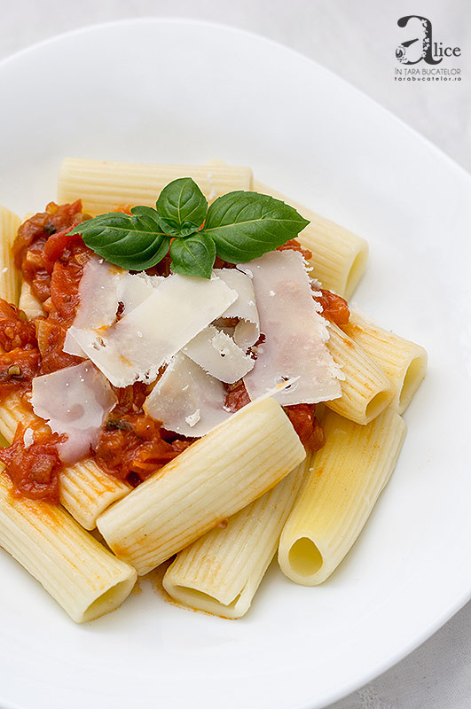 Paste cu sos napolitan