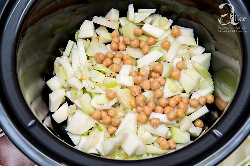 Supa crema de gulie si naut la Crock Pot