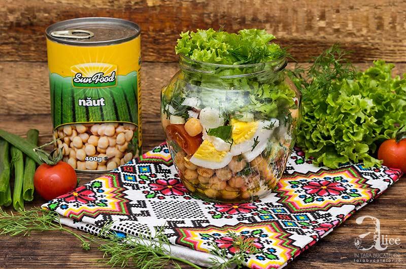 Salata la borcan cu naut si ou de rata