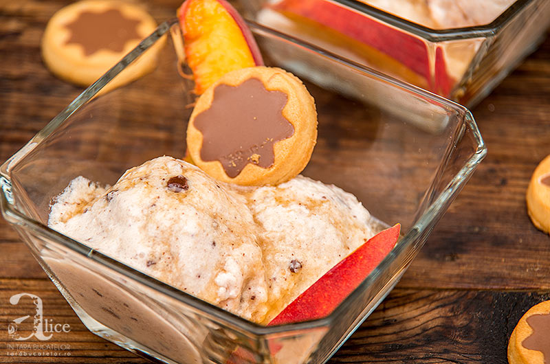 Inghetata de fructe tropicale cu iaurt si ciocolata