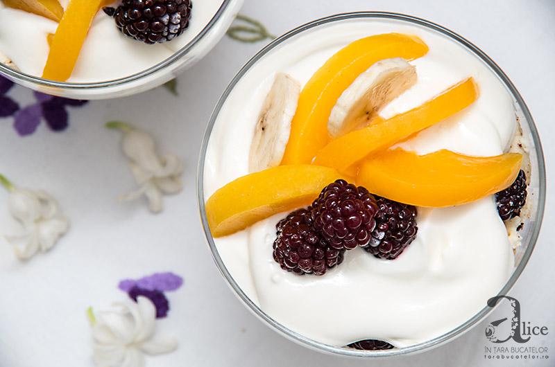 Cheesecake cu fructe la pahar