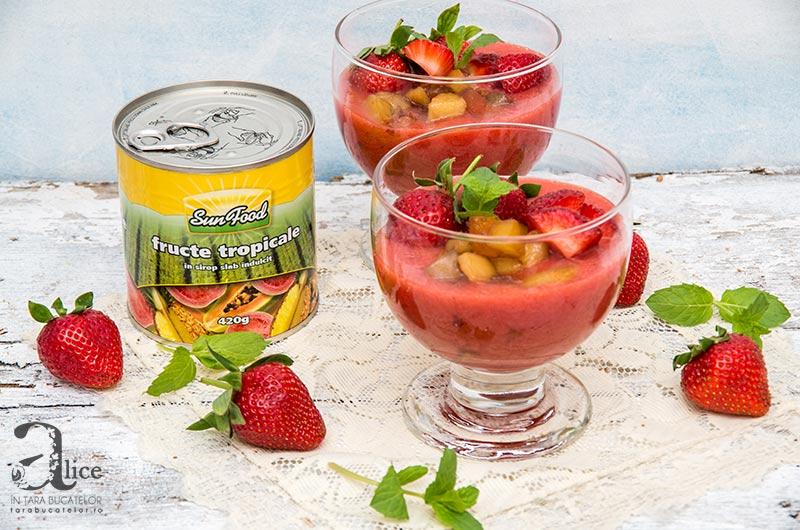 Supa de capsuni cu fructe caramelizate
