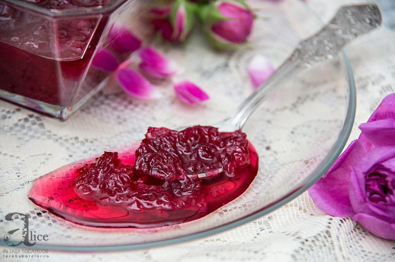 dulceata-de-trandafiri-6
