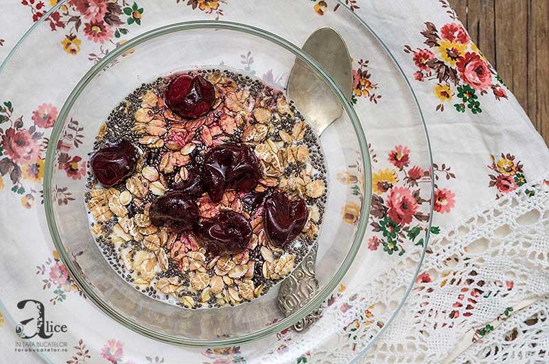 mic-dejun-cu-iaurt-si-chia-4