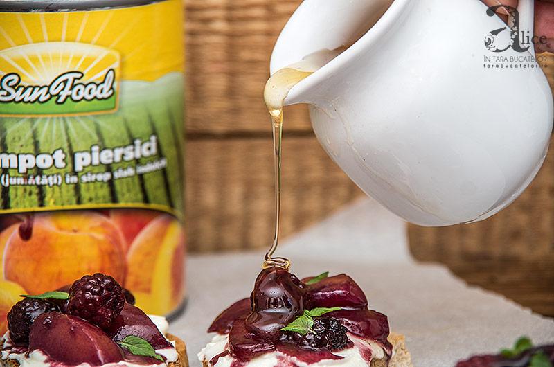 crostini-cu-branza-de-capra-si-fructe-caramelizate-7