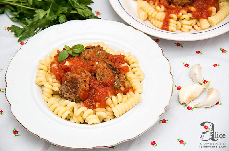 chiftele-de-linte-si-vinete-cu-sos-de-rosii-si-paste-sun-food-5