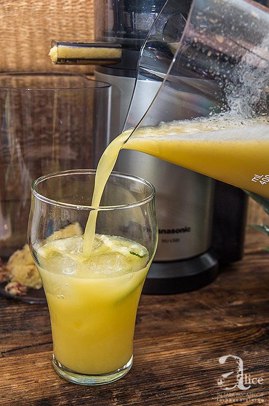 Suc de ananas, mere si ghimbir