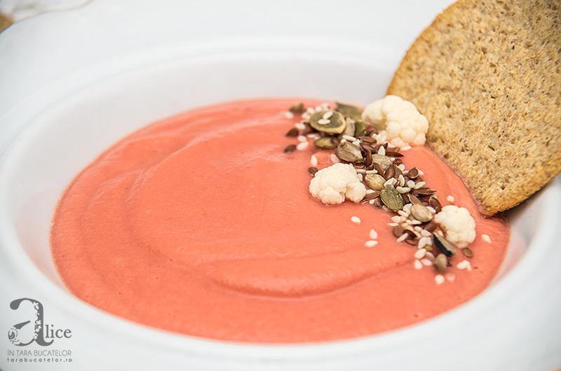 Supa crema de conopida cu sfecla rosie