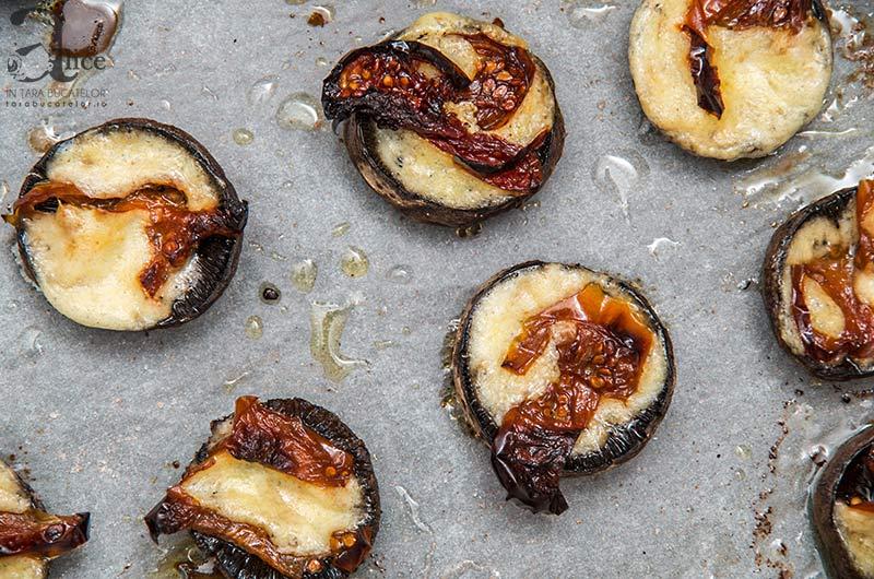 Ciuperci umplute cu branza de burduf