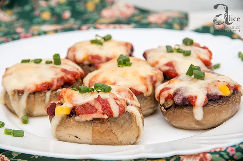 Ciuperci umplute cu fasole rosie si porumb dulce