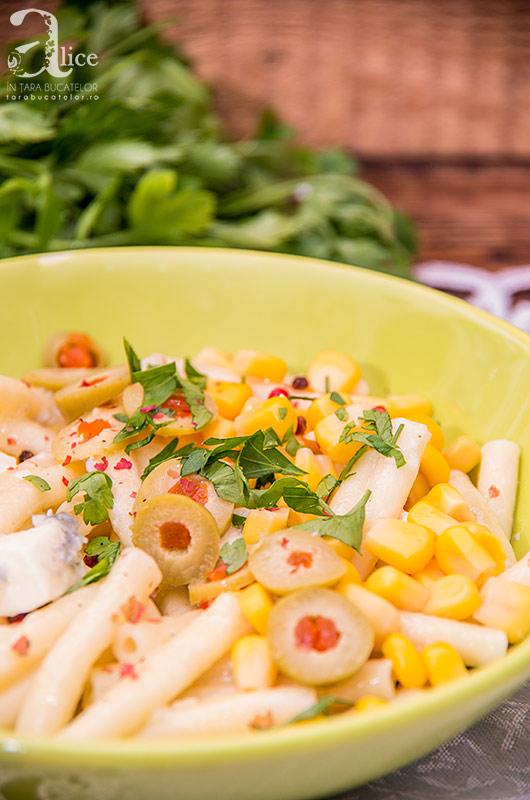 Salata de paste cu porumb