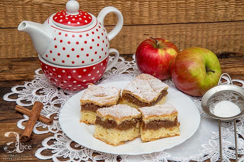 Prajitura cu mere la tava