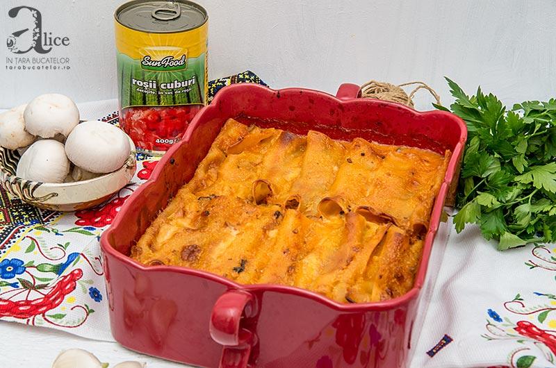 Cannelloni cu ciuperci si sos de rosii