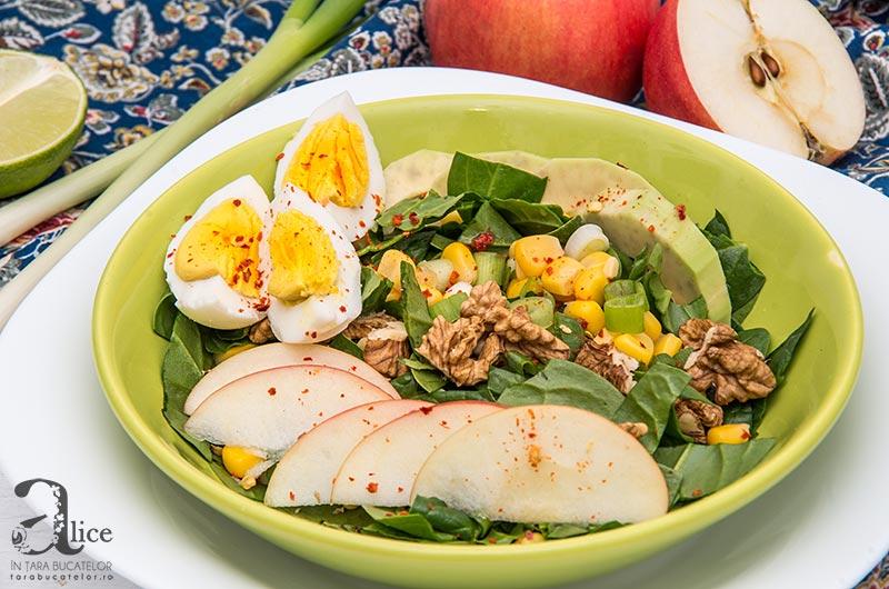 Salata cu spanac, mere si porumb