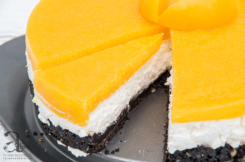 Cheesecake fara coacere cu jeleu de piersici