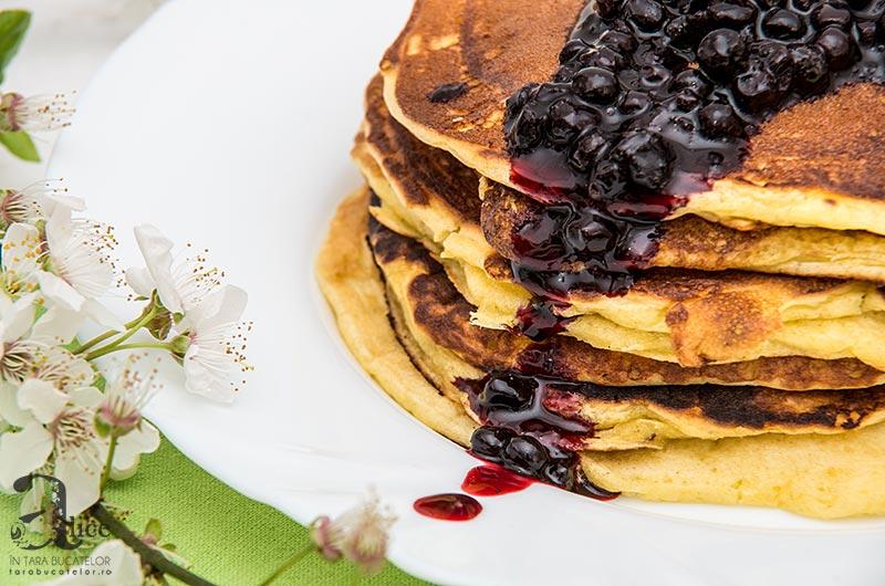 pancakes cu dulceata de mure
