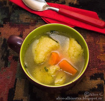 Supa de pui cu galuste de gris