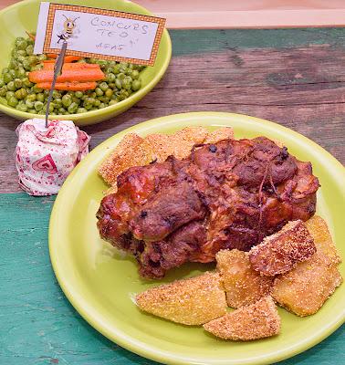 Spata de porc rulata si aromata, in cuisoare atarnata