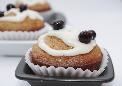 Muffins cu nuci si crema de branza