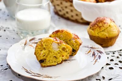Muffins cu piept de pui si masline