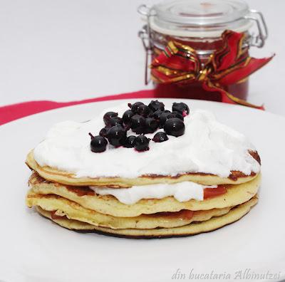 Pancakes cu frisca si peltea
