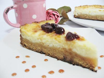 Cheesecake cu crema de lapte si dulceata de cirese