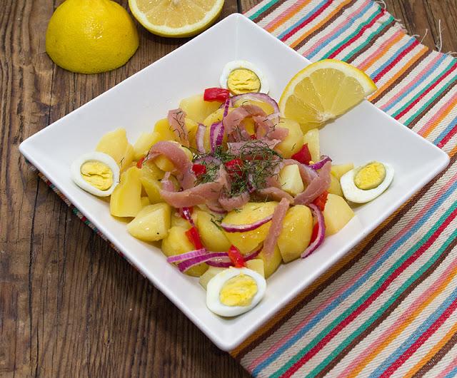 Salata de cartofi cu oua si ton