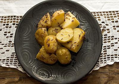 Cartofi noi cu chimen
